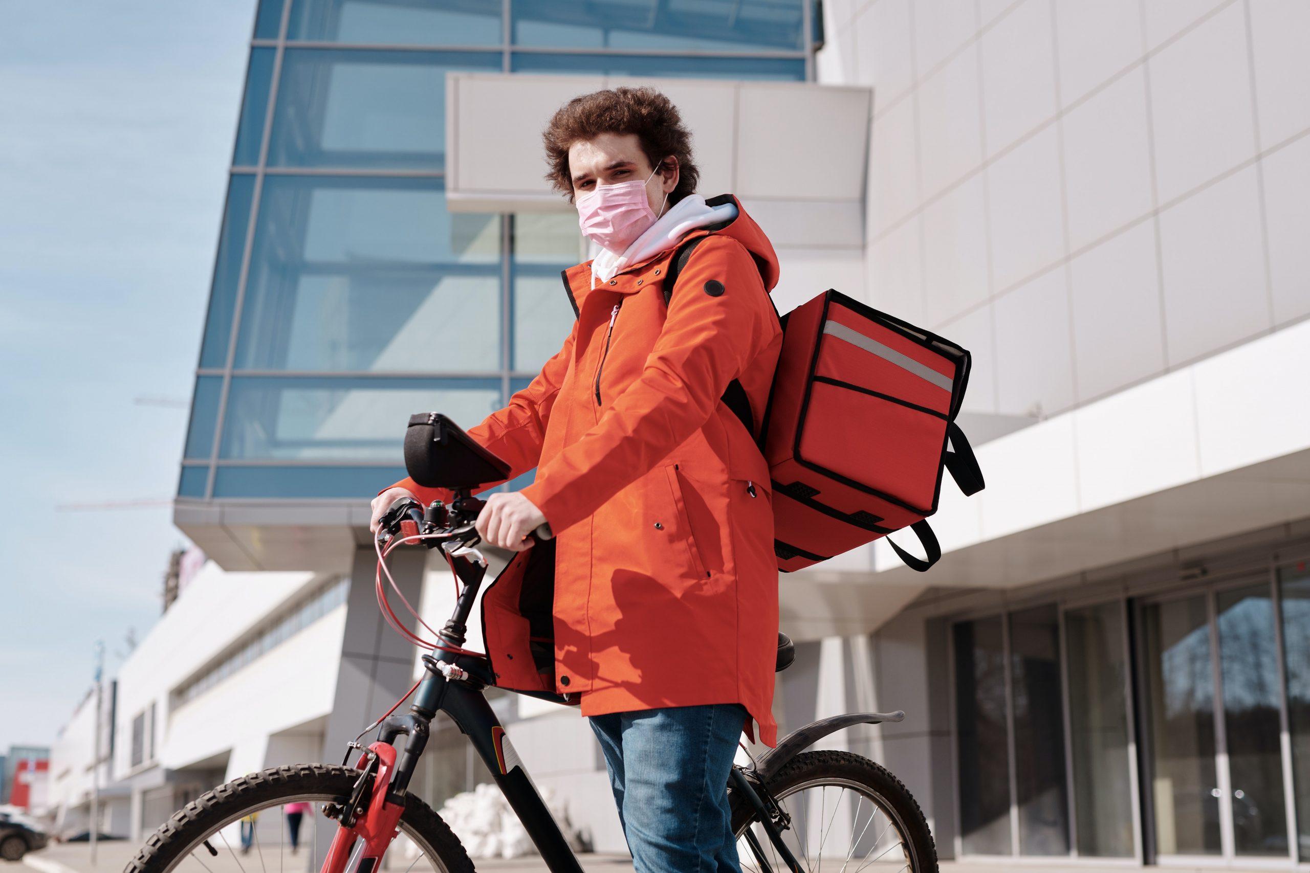 Cómo hacerse rider de Glovo, Deliveroo o Uber Eats